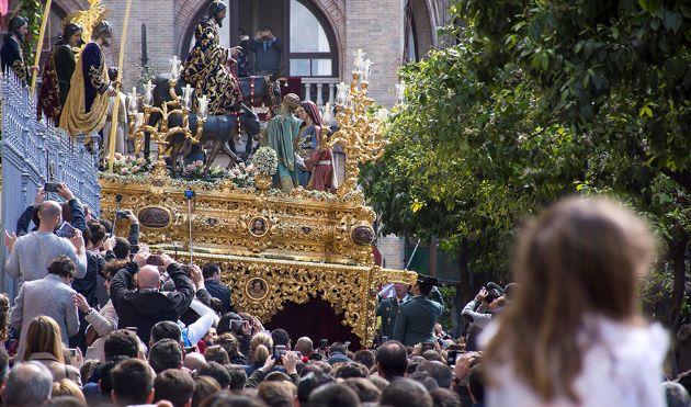 Miles de personas procedentes de fuera de Andalucía han disfrutado de la Semana Santa andaluza