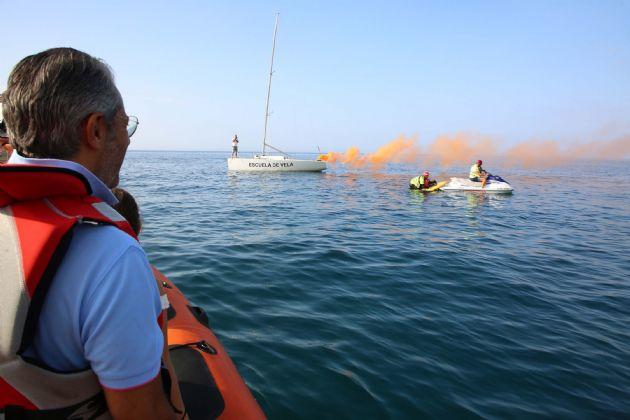 Ejercicio de salvamento y socorrismo en el mar