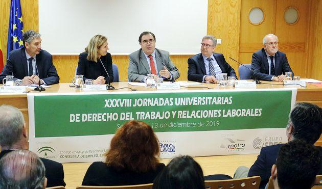 La consejera Rocío Blanco, en la mesa que preside las jornadas del CARL sobre Derecho del Trabajo