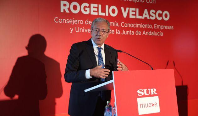 El consejero de Economía, Conocimiento, Empresas y Universidad, Rogelio Velasco, interviene en desayuno-coloquio de Diario Sur