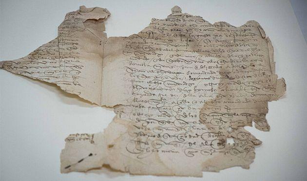 El testamento de Magallanes es un bifolio irregular en papel artesanal manuscrito por ambas caras