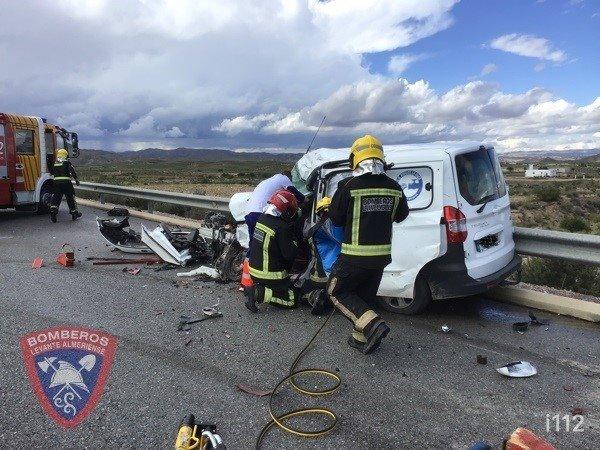 Bomberos intervienen en un accidente de tráfico en Zurgena (Almería)