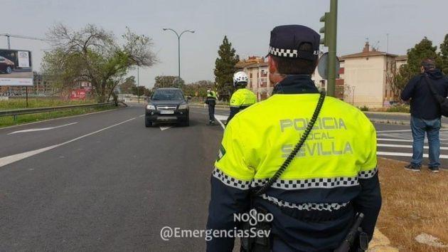 Actuación de la Policía Local de Sevilla para vigilar el cumplimiento del estado de alarma