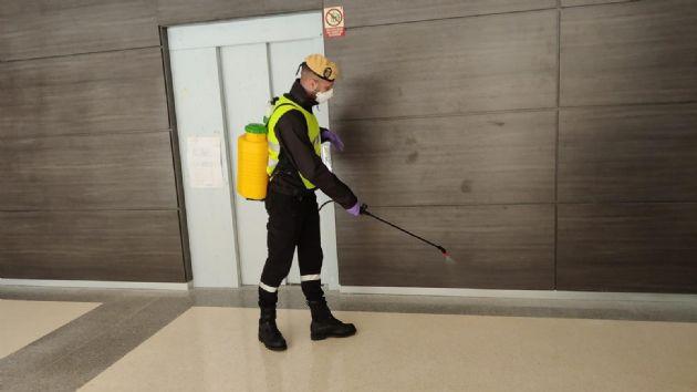 Efectivo de la UME en tareas de desinfección