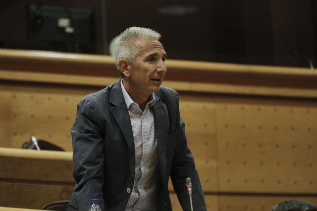 El senador del Grupo Socialista Miguel Ángel Vázquez, durante su intervención en una sesión de control al Gobierno en el Senado