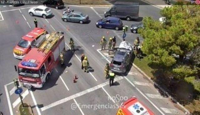 Punto en el que se ha producido una colisión entre dos vehículos en Sevilla capital