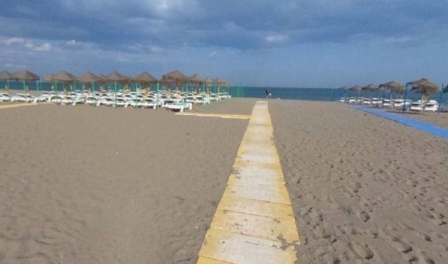 Uno de los accesos a la playa de la Carihuela en Torremolinos