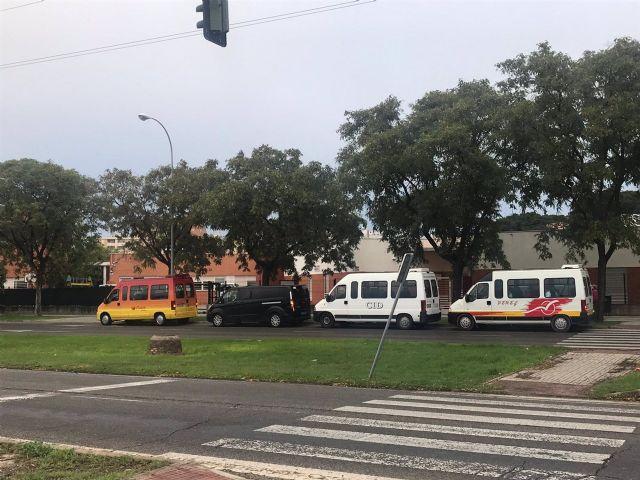 Una de las furgonetas de Uber prestando servicios de transporte escolar