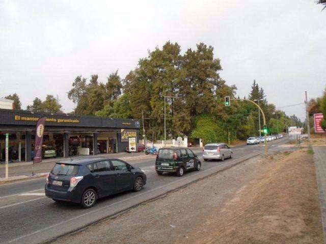 Carretera A-8076 a su paso por Gines (Sevilla)