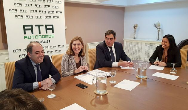 La consejera Rocío Blanco durante el encuentro mantenido con los responsables de ATA