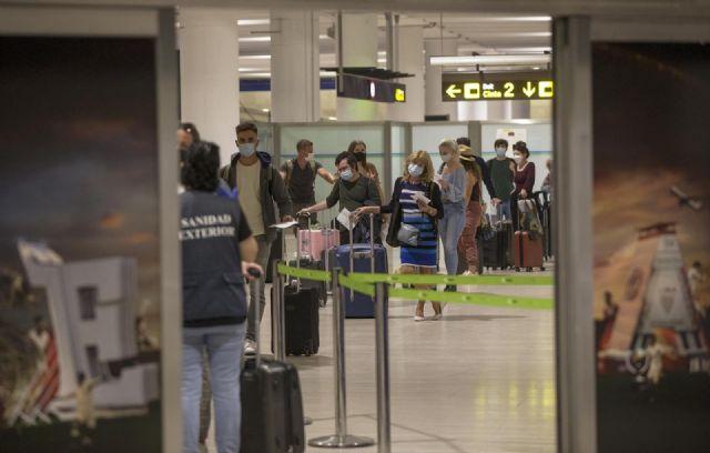 El aeropuerto de Sevilla recibe la llegada de su primer vuelo con turistas procedentes del extranjero, tras la reapertura de fronteras en España con países de la Unión Europea - María José López - Europa Press