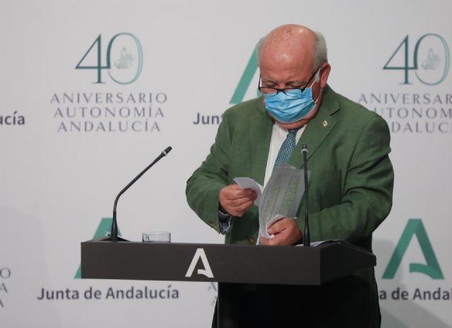 El consejero de Salud y Familias, Jesús Aguirre durante la rueda de prensa posterior al Consejo de Gobierno de la Junta de Andalucía