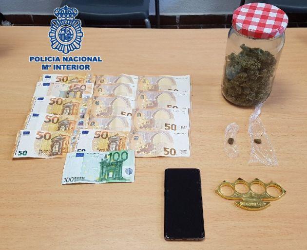 Efectos intervenidos en un operativo policial en Fuengirola