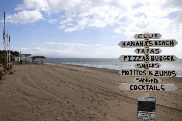 Vistas del paseo marítimo de La Carihuela en Torremolinos, donde chiringuitos y establecimientos de restauración permanecen cerrados a la espera de la siguiente Fase 1 decretada por el gobierno español. Málaga a 15 de mayo del 2020 - Álex Zea - Europa Press