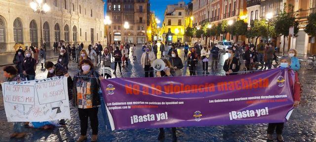 Concentración en Sevilla con motivo del 25N convocada por el Movimiento Feminista de Sevilla