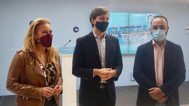 Los diputados del PP por Málaga Carolina España, Pablo Montesinos y Mario Cortés en rueda de prensa