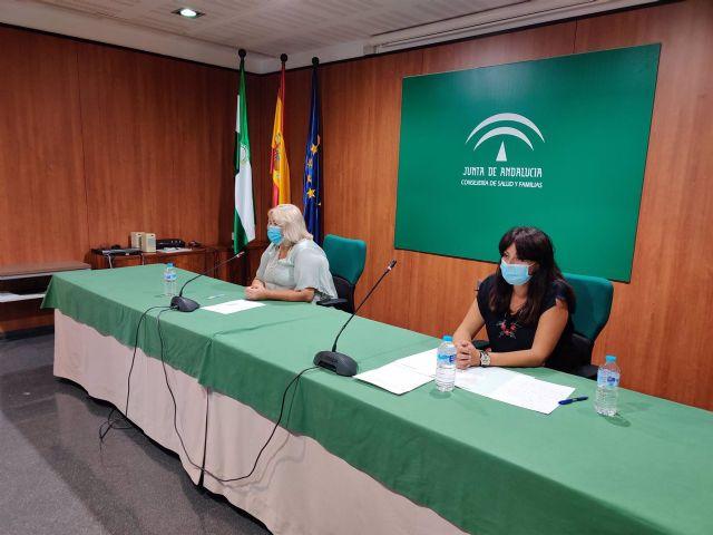 Imagen de archivo de las delegadas de Salud y Familias y de Educación y Deportes en Huelva, Manuela Caro y Estela Villalba, en rueda de prensa