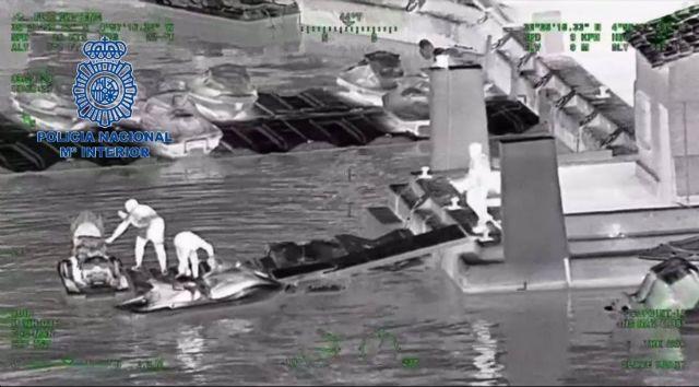 Imágenes de la Policía Nacional de un grupo criminal dedicado al tráfico de hachís en motos de agua