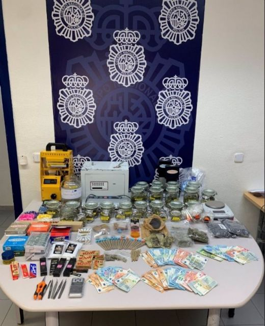 Efectos intervenidos en la operación Fumadero que ha desarticulado en un club de cannabis un punto de venta de drogas