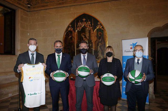Convenio entre Ayuntamiento, Caixabank y Fundación Aro para adecuar con canastas de baloncesto plazas de barrios desfavorecidos