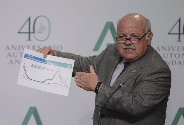 El consejero de Salud y Familias, Jesús Aguirre; durante su intervención en rueda de prensa posterior a la reunión del Consejo de Gobierno de la Junta de Andalucía.