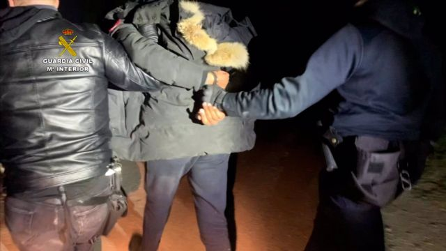 Detención El Melillero por agentes de la Guardia Civil