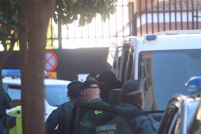 Llegada a los juzgados de Fuengirola de El melillero, detenido por supuestamente rociar con ácido a su exnovia y una amiga.