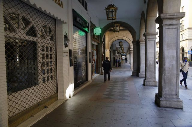Hostelería del entorno de la Catedral de Granada cerrada.