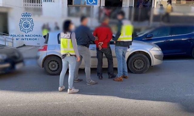 Detención de uno de los presuntos asaltantes a viviendas de una lujosa urbanización de Estepona