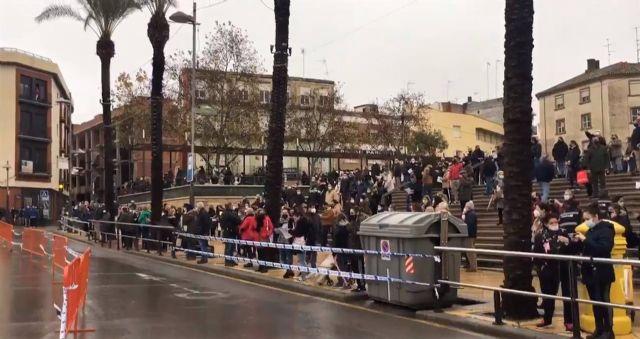 Protesta de ciudadanos de Linares coincidiendo con la visita del presidente de la Junta, Juanma Moreno