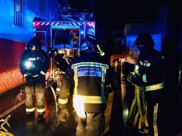 Intervención de los Bomberos de Jaén en el incendio de una vivienda