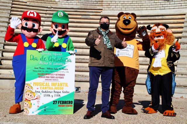 El delegado de Fiestas Mayores del Ayuntamiento de Alcalá de Guadaíra, Enrique Pavón, ha presentado este martes el programa