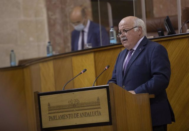 El consejero de Salud y Familias, Jesús Aguirre, en una imagen en el Pleno del Parlamento de 12 de mayo