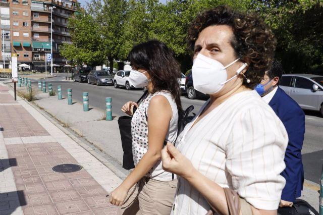 Juana Rivas acude al Centro de Inserción Social Matilde Cantos en Granada capital acompañada de sus abogados para entregarse voluntariamente en prisión