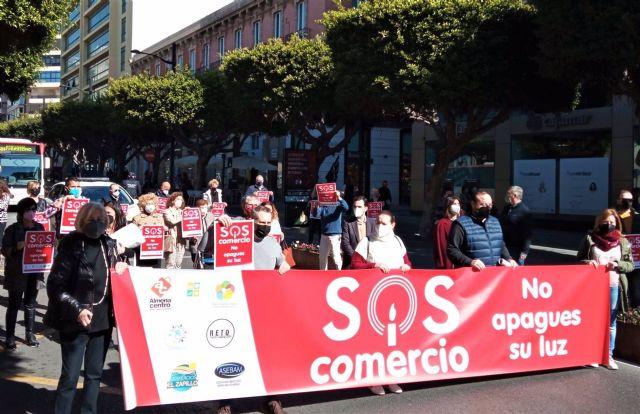 Concentración de comerciantes en protesta por las restricciones contra el covid-19