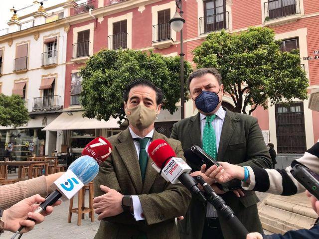 Antonio Luque, presidente de los hosteleros sevillanos, junto a Miguel Ángel Jurado, vicepresidente segundo de la asociación