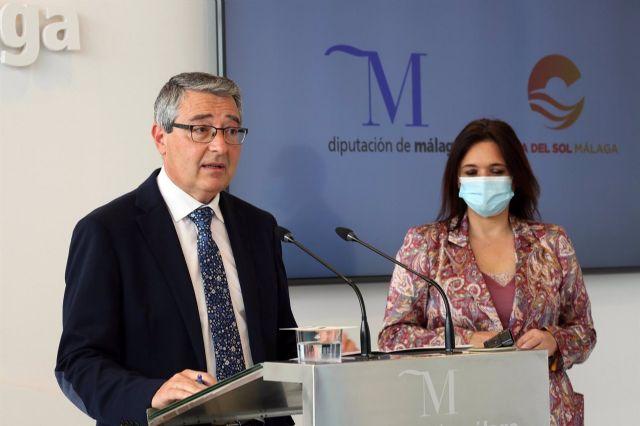 El presidente de la Diputación y de Turismo Costa del Sol, Francisco Salado, con la vicepresidenta segunda y consejera delegada de TCS, Margarita del Cid