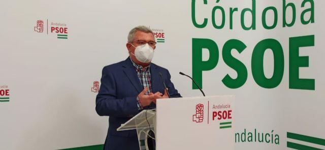 El portavoz del PSOE-A en la Comisión de Salud y Familias del Parlamento andaluz, el cordobés Jesús María Ruiz, en la sede de su partido